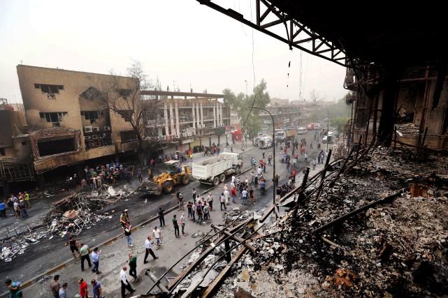 Le 3 juillet, une attaque-suicide au minibus piégé... (Archives AP, Hadi Mizban)