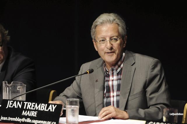 Le maire Jean Tremblay a expliqué qu'après l'avis... (Photo Le Quotidien, Mariane L. St-Gelais)