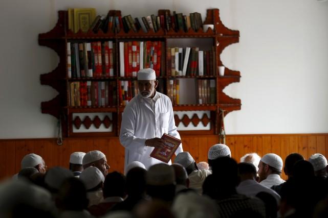 Une «fondation de l'islam de France» sera relancée,... (AP, Francois Mori)