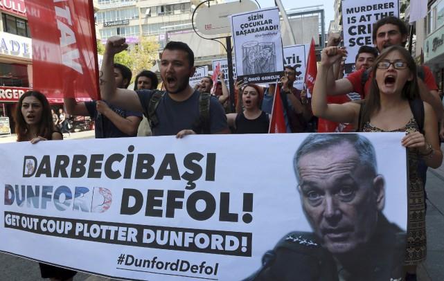 La visite en sol turc du chef d'état-major... (AFP, Kayhan Ozer)