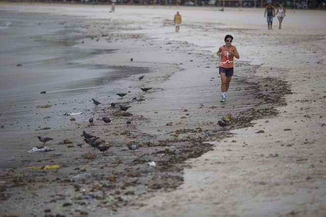 Une étude démontre que les 1400 athlètes devant... (AP, Leo Correa)