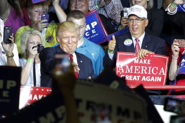 Donald Trump, qui a rencontré des partisans à... (AFP, Dominick Reuter)