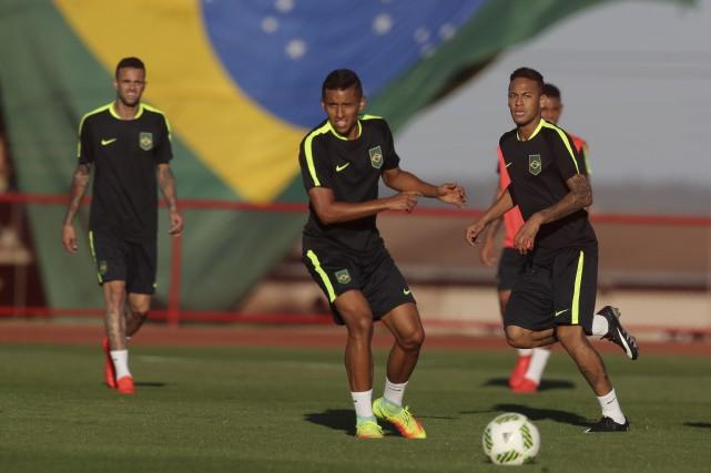 Les Brésiliens entreront en scène le 4 août... (AP, Eraldo Peres)
