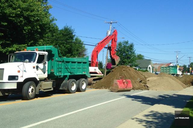 La circulation a été perturbée mardi matin à l'entrée du village de Compton, en... (La Tribune, Eve Bonin)