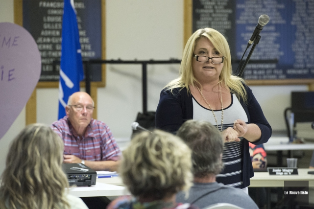 Nathalie Simard lors de l'assemblée publique de lundi... (Photo: Stéphane Lessard Le Nouvelliste)