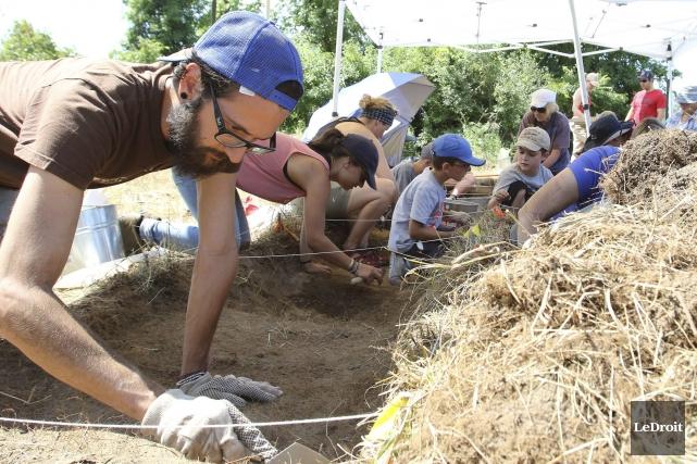 Depuis lundi, les archéologues amateurs de tous âges... (Patrick Woodbury, LeDroit)