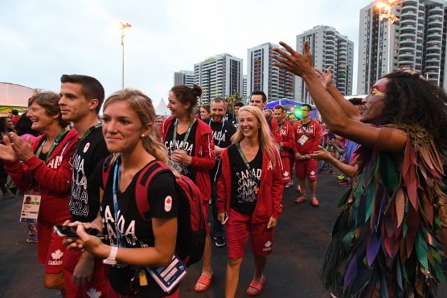 Les athlètes canadiens se sont joints à ceux de l'Angola, de la Malaisie et de... (PHOTO PC)