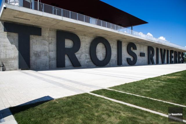 Certaines lettres géantes formant le nom de Trois-Rivières sur la façade de... (Photo: Olivier Croteau Le Nouvelliste)