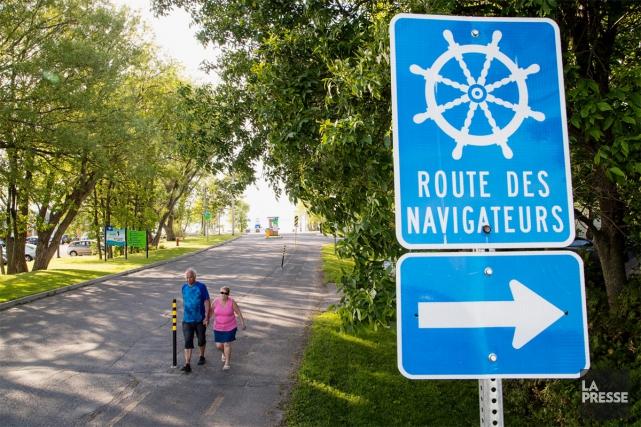 Une pancarte qui annonce la Route des Naviguateurs... (PHOTO ALAIN ROBERGE, LA PRESSE)