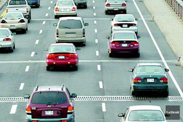 L'autoroute 417 en direction ouest a été rouverte à la circulation, mercredi... (Archives, LeDroit)