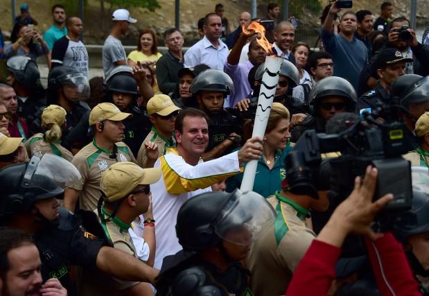 Le maire de Rio, Eduardo Paes, a porté... (Photo Tasso Marcelo, AFP)