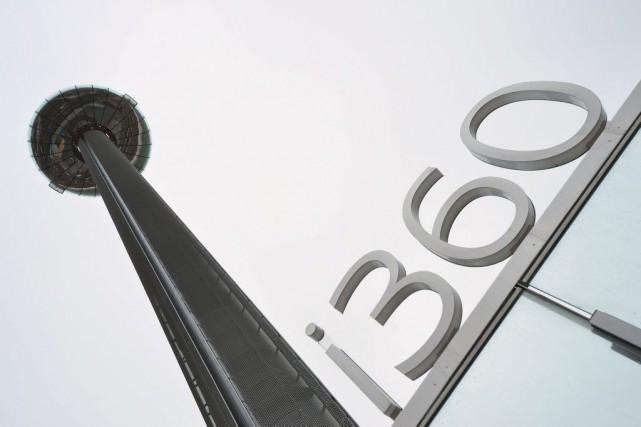 La tour i360, un mât en acier de... (PHOTO AFP)