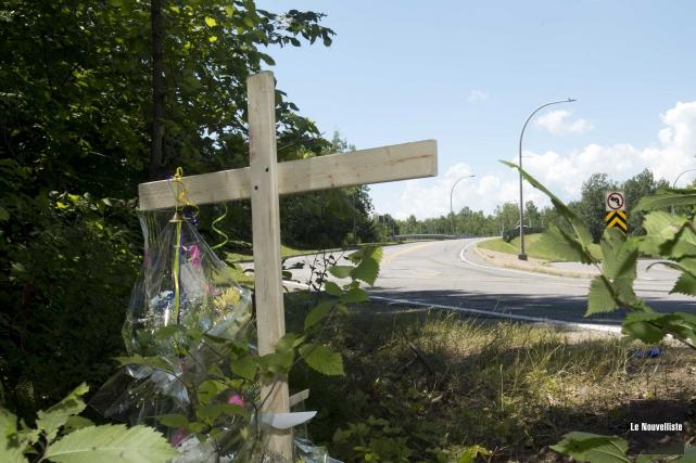 Des proches de la victime ont planté une... (Photo: Sylvain Mayer Le Nouvelliste)