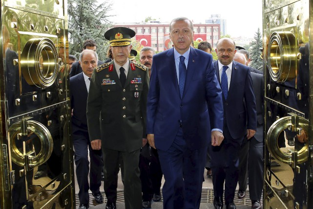 La purge à laquelle se livre le président... (AP, Kayhan Ozer)