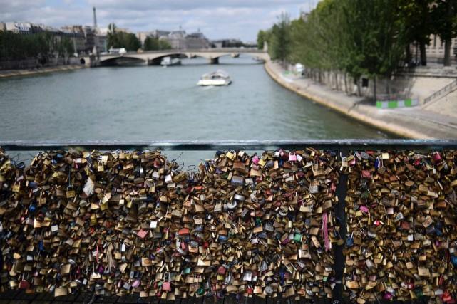 Le Pont des Arts avait fait l'objet d'une... (PHOTO ARCHIVES AFP)