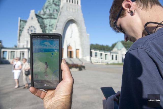Le jeu Pokémon Go est populaire notamment au... (Stéphane Lessard, Le Nouvelliste)