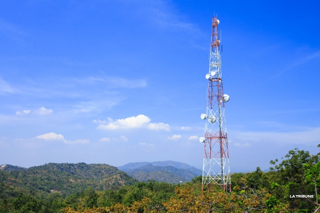 Bell a repris les travaux de construction d'une tour de télécommunications sur... (Archives, La Tribune)