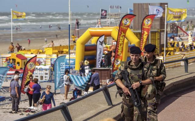 La vigilance reste de mise avec des militaires... (AFP)