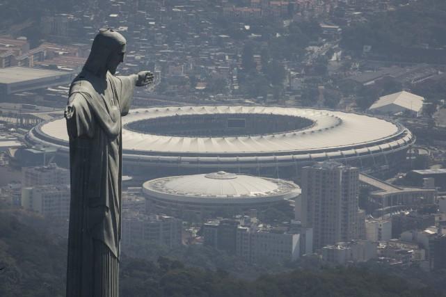 Vue aérienne sur le stadeMaracana où se déroulera... (Photo Felipe Dana, AP)