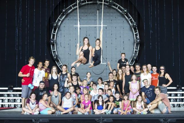 Des jeunes ont rencontré les artistes du Cirque... (Olivier Croteau)