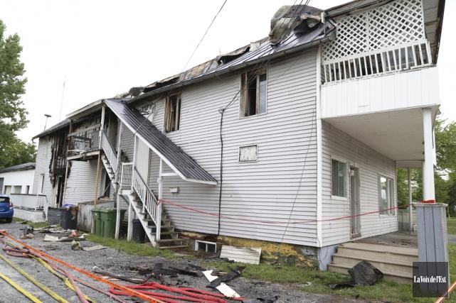 Un homme a perdu la vie dans l'incendie... (Janick Marois, La Voix de l'Est)