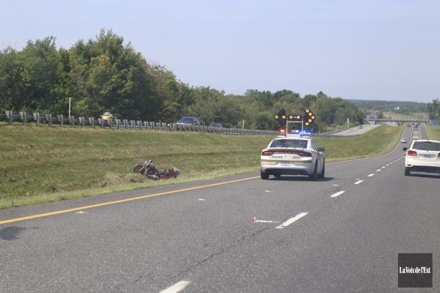 Deux motocyclistes ont été blessés à la suite... (Janick Marois, La Voix de l'Est)