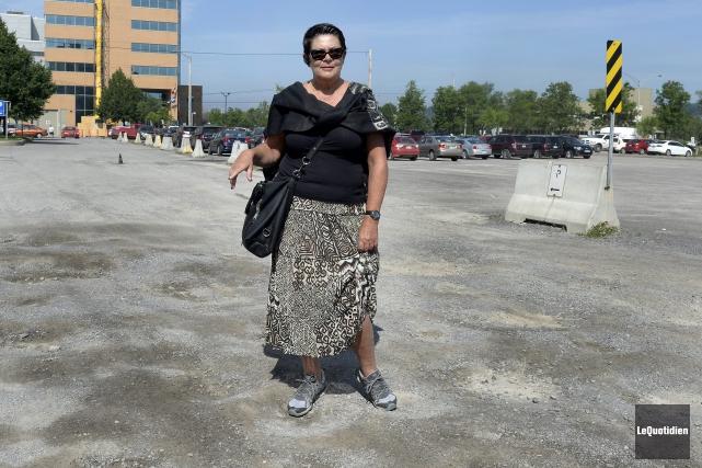Pour illustrer son point, Suzanne Potvin s'est rendue... (Photo Le Quotidien, Jeannot Lévesque)