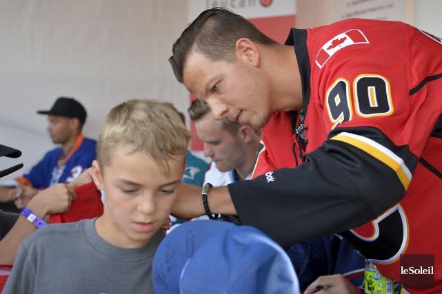 Le nouveau venu des Flames de Calgary, l'ailier... (Le Soleil, Yan Doublet)