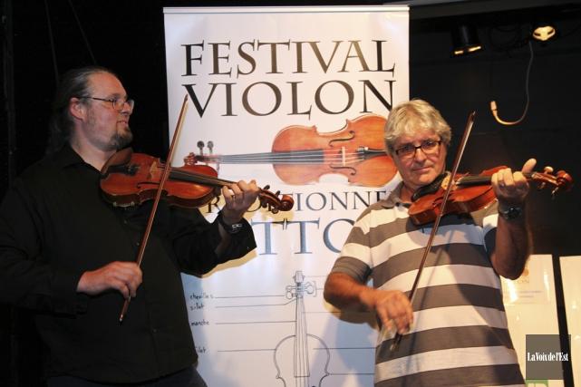 Le directeur artistique Pascal Gemme (à gauche) et... (Alain Dion, La Voix de l'Est)
