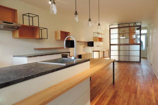 Un exemple d'îlot de cuisine doté d'une table,... (PHOTO FOURNIE PAR L'ATELIER ¾ FORT)