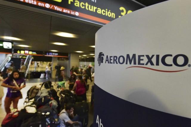 Près de 200 clients disposant de billets à bas coût de la compagnie Aeroméxico... (PHOTO AFP)