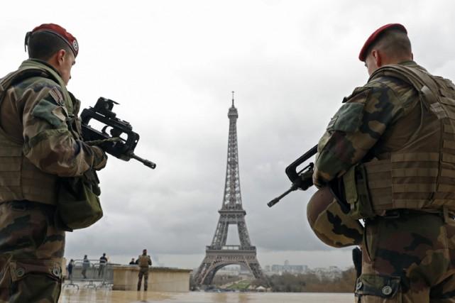La tour Eiffel a été évacuée vendredi soir par erreur, à la suite d'une... (ARCHIVES REUTERS)