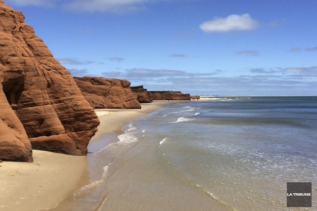 Les paysages, dont la réputée plage de la... (La Tribune, Luc Larochelle)
