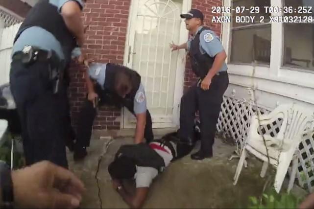 Sur des images captées peu après que Paul... (AP, Département de police de Chicago)