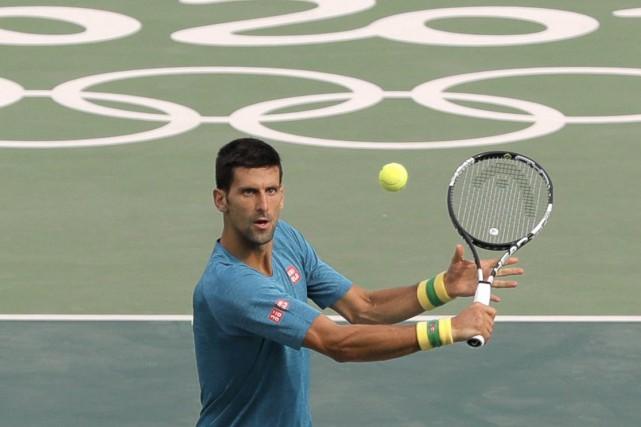 Novak Djokovic tentera de mettre la main sur... (AP)