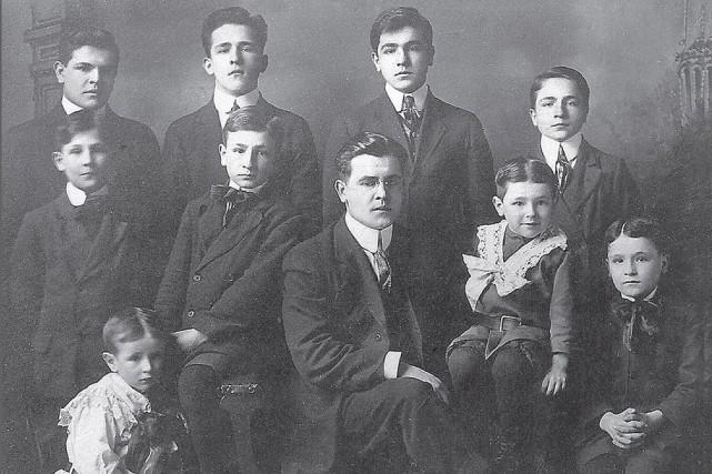 La couverture du livre présentant les dix frères... (Courtoisie)
