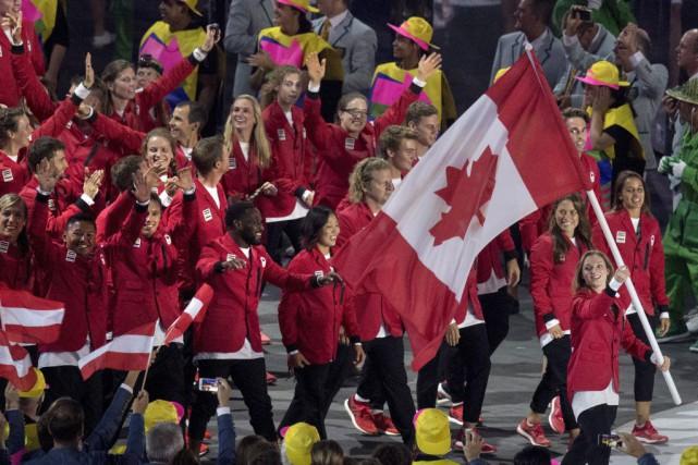 Rosie MacLennan a mené la délégation canadienne lors... (PHOTO FRANK GUNN, LA PRESSE CANADIENNE)