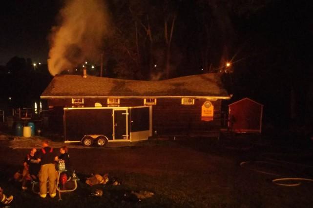 Un incendie s'est déclaré vers 2h15 samedi matin au Maïkan aventure, situé au... (Albert Brunelle)