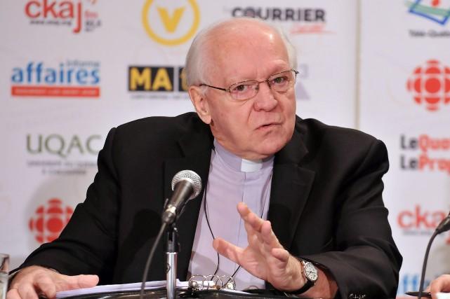 Monseigneur André Rivest aime bien être en contact... (Archives le Progrès-Dimanche, Rocket Lavoie)