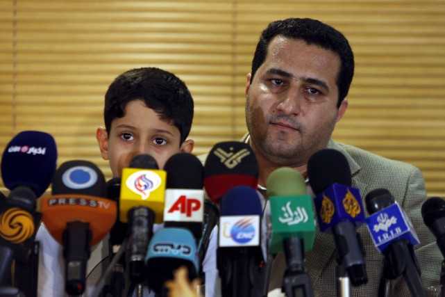 Shahram Amiri, ci-contre photographié en 2010 en compagnie... (Archives AP, Vahid Salemi)