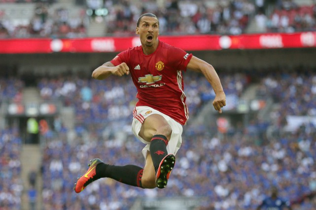 Zlatan Ibrahimovic a offert aux Red Devils le 21e Community... (PHOTO TIM IRELAND, AP)
