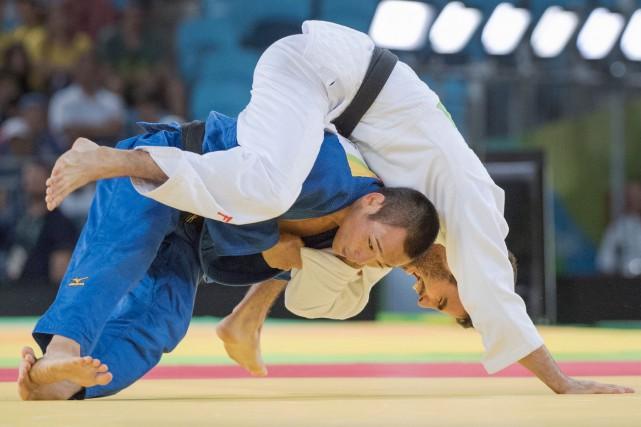 Le judoka Antoine Bouchard (en blanc), 21 ans,... (La Presse Canadienne, Ryan Remiorz)