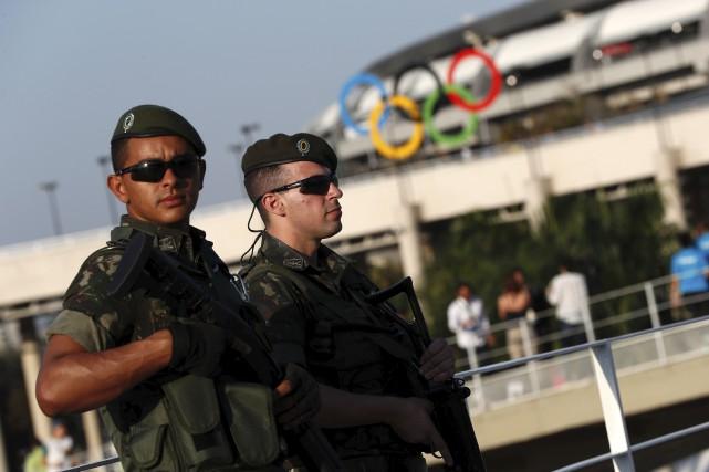 Quelque 85 000 membres des forces de sécurité... (AFP, Adrian Dennis)