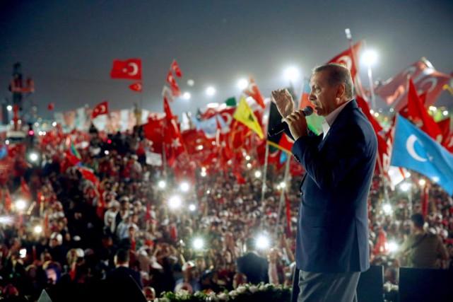 Prenant la parole à la fin du rassemblement... (PHOTO AP)
