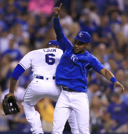 Lorenzo Cain et Jarrod Dyson des Royals de... (Orlin Wagner, Associated Press)