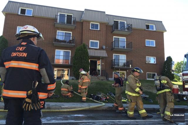 Un problème électrique a causé un incendie qui... (Photo La Tribune, Charles Beaudoin)