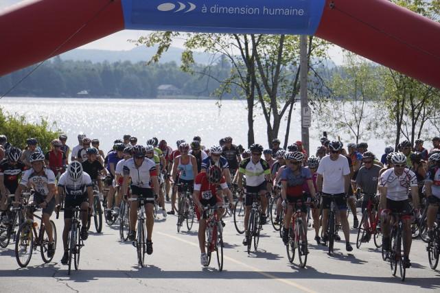 Pas moins de 360 cyclistes ont pris le... (Collaboration spéciale, France Lamothe)