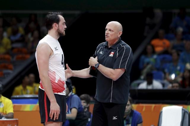 L'entraîneur latuquois Glenn Hoag a vu son fils... (AP)