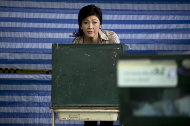 L'ancienne première ministre Yingluck Shinawatra, lors du dépot... (PHOTO BORJA SANCHEZ-TRILLO, AGENCE FRANCE-PRESSE)