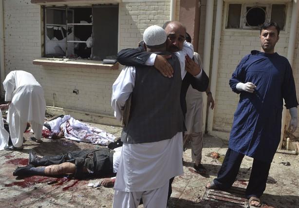 La bombe a explosé devant l'hôpital civil de... (AFP, Banaras Khan)